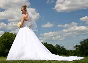 how to donate your wedding gown weddingelation With donate wedding dress goodwill