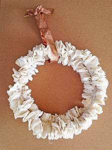 Shabby Chic Diy : shabby chic ruffled wreath diy catch my party ~ Frokenaadalensverden.com Haus und Dekorationen