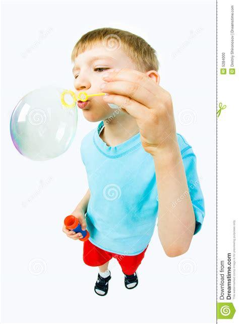 le avec des bulles enfant avec des bulles de savon photo stock image 5284000