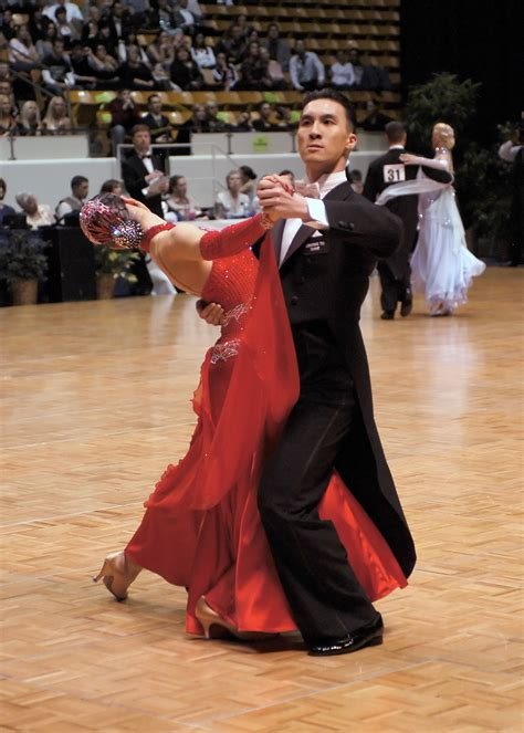 Ballroom Tango vs. Argentine Tango - Milagro Theatre