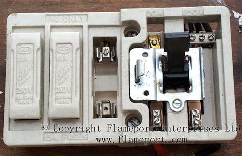 Mem Ceramic Fusebox With Fuses