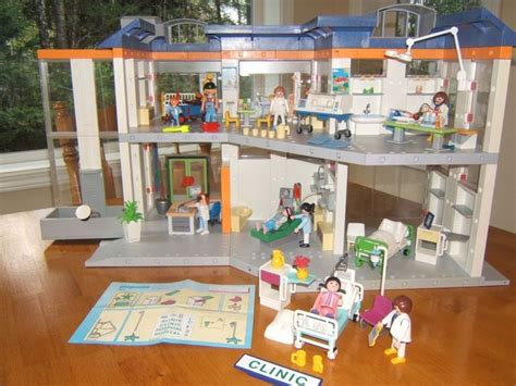 PLAYMOBIL HOSPITAL 4404   Rare with EXTRAS! Medical, Pediatric, Doctor, Rescue #PLAYMOBIL