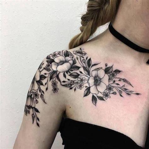 blumen schulter 150 coole tattoos f 252 r frauen und ihre bedeutung tattoos ideen blumen und