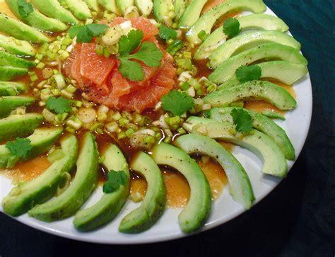 cuisine legere et dietetique salade avocat saumon plemousse la recette facile par toqués 2 cuisine