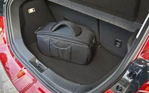 Mazda 3 Coffre : essai mazda 2 1 5 skyactiv d 2015 l 39 automobile magazine ~ Medecine-chirurgie-esthetiques.com Avis de Voitures