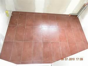 carrelage couleur bordeaux dans la salle de bains With carrelage bordeaux