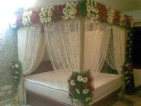 bed decoration ideas with lowers for wedding day