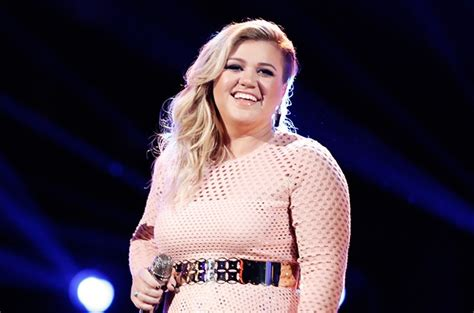 Kelly Clarkson Welcomes Baby Boy Remington Alexander ...