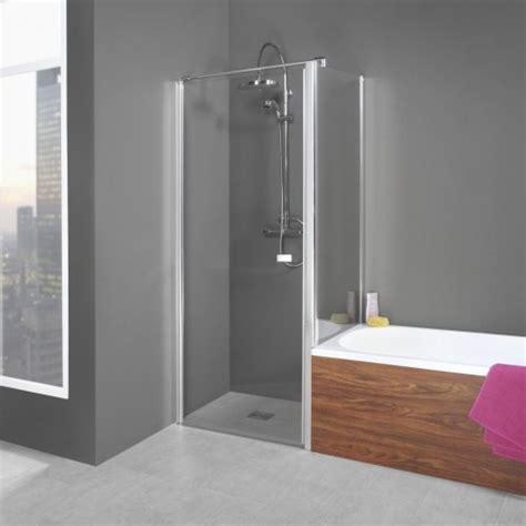 dusche mit pendeltür und seitenwand duschkabine neben badewanne