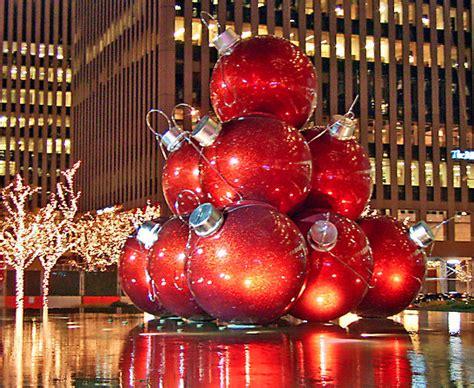 christmas decoration around nyc new york city insidejourneys
