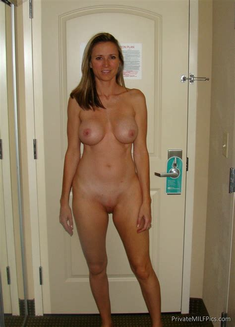 Naked Blonde Babe In Her Hotel Room Private Milf Pics