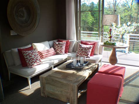 use outdoor furniture and fabrics for indoor spaces 23