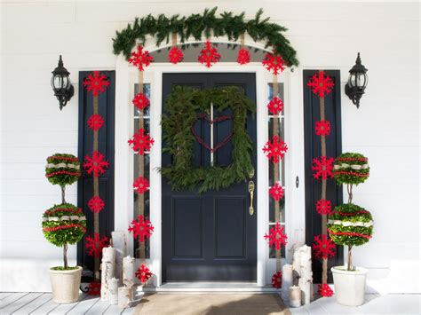 front house christmas decorations outdoor holiday decorations easy crafts and homemade decorating gift ideas hgtv