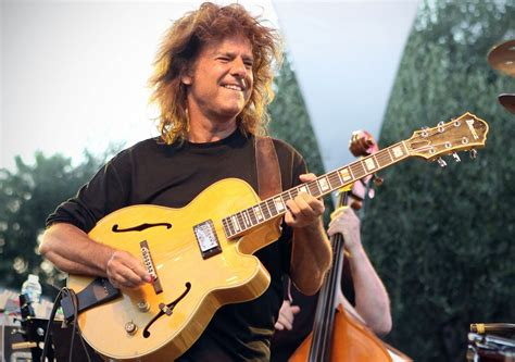 Pat Metheny Keeps Moving Forward