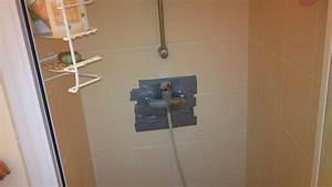 Reboucher Trou Mur Placo : boucher un trou dans le mur d 39 une douche ~ Melissatoandfro.com Idées de Décoration