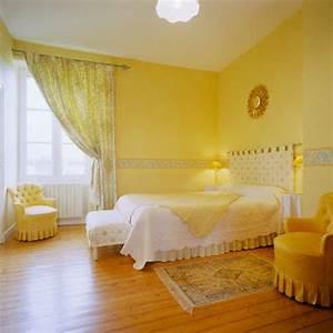 Schlafzimmer Beispiele Farbgestaltung : gelbe farbgestaltung im schlafzimmer 24 fotos ~ Markanthonyermac.com Haus und Dekorationen