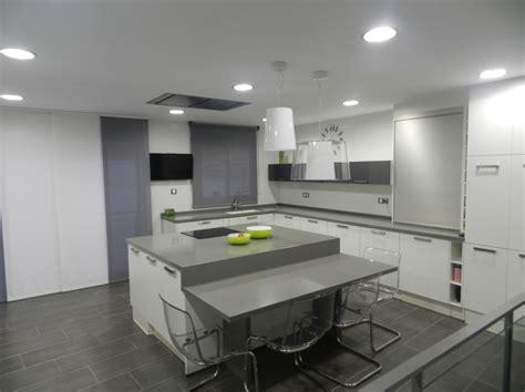 foto cocina  mesa incorporada en isla de shaco mocuba