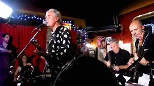 "ROBYN HITCHCOCK ""Soul Love"" Live at Three Kings Pub ..."