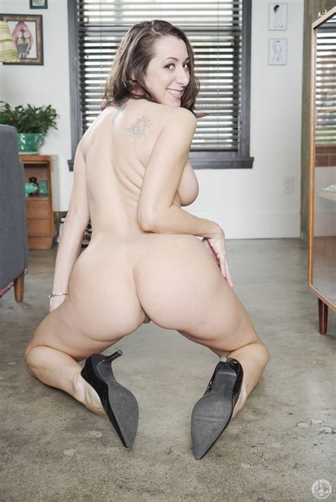 Sexy Secretary Needs A Good Pussy Drilling MILF Fox