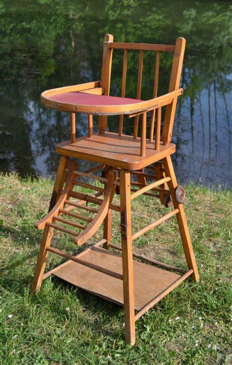 chaise haute en bois pour b 233 b 233 d occasion table de lit a roulettes
