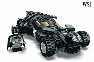 Lego Batman Batmobile : sdcc lego to unveil new batmobile set tied to batman v superman dawn of justice speakeasy ~ Nature-et-papiers.com Idées de Décoration