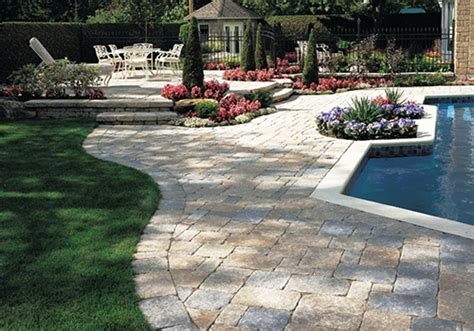 outdoor patio designs with pavers