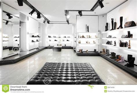 magasin de chaussures de luxe avec l int 233 rieur lumineux image stock image 35679439