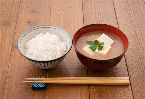 ご飯 と 味噌汁 の 位置