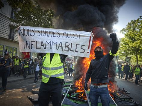 yellow vests protesters  paris set fire  dozens