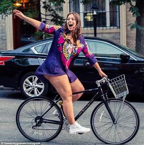 Plus-sized model Ashley Graham shows off her cellulite on ...