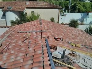 Realisation toiture avec des tuiles roman marseille 13009 for Maison du chauffe eau 10 pose parement pierre sur placo bouc bel air 13320