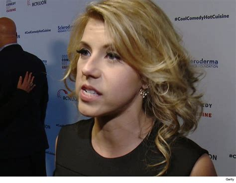jodie sweetin files police report  security chases