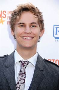Rhys Wakefield Age, Weight, Height, Measurements ...