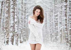 girl, snow, white, winter - image #333798 on Favim.com