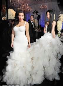 robe mariã e vera wang dons wedding dress number 2 at reception with kris humphries daily mail