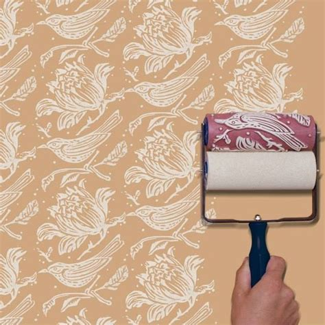 Malerrolle Mit Muster by This Embossed Roller Paints A Repeat Pattern In One Smooth