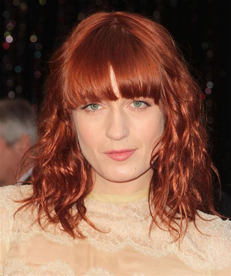 florence welch casual medium wavy hairstyle red hair color