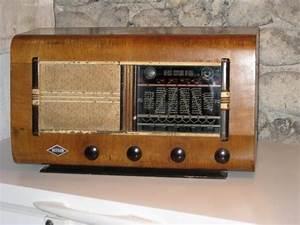 Poste Radio Vintage : tubes vieux postes radio ~ Teatrodelosmanantiales.com Idées de Décoration