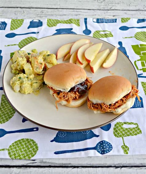 This instant pot bbq chicken is a dish that will please even the pickiest eaters. Instant Pot BBQ Chicken Sliders - Hezzi-D's Books and Cooks