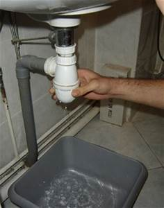 comment demonter et remonter un siphon plomberie facile With deboucher un evier de cuisine