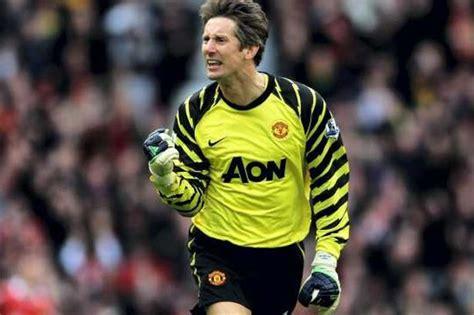 Edwin Van der Sar to captain Manchester United against ...