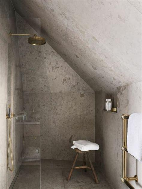 eclairage chambre mansard馥 les 25 meilleures idées de la catégorie chambres mansardées sur rénovation de grenier grenier aménagé et loft