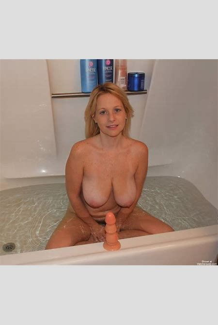 Watchersweb Amateur Milf voyeur, Amateur, Milf, FREE free, BlondeHottie's Bath Time Fun