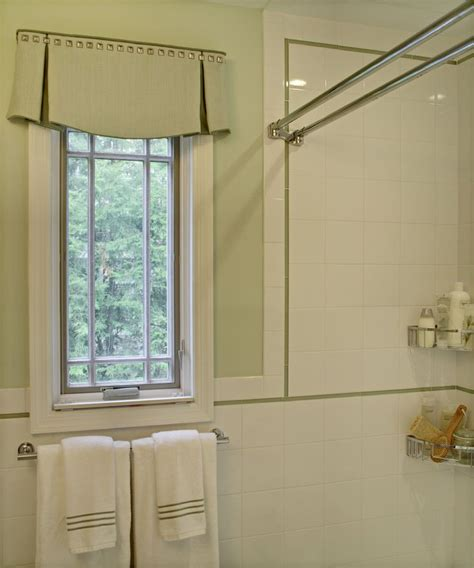Bathroom Window Valances by Best 25 Valance Window Treatments Ideas On