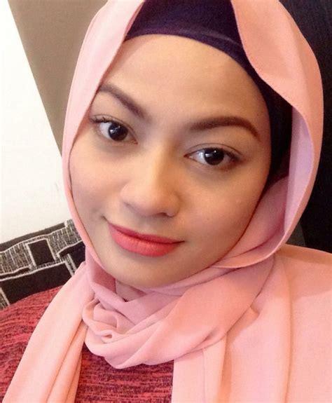 Zila Seeron Kini Kembali Berhijab - Media Hiburan