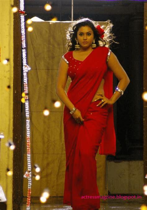 namitha hot  spicy saree stills latest images