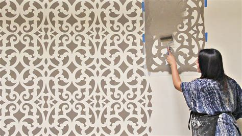 stencil  accent wall    hour painting