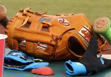 pros wear troy tulowitzkis rawlings heart   hide prott glove  pros wear