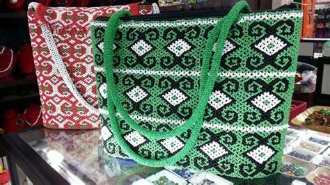 tas manik manik motif dayak buah tangan khas martapura