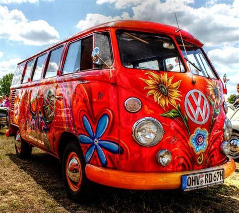 furgone figli dei fiori wolkswagen pulmino epoca dei figli dei fiori valentino